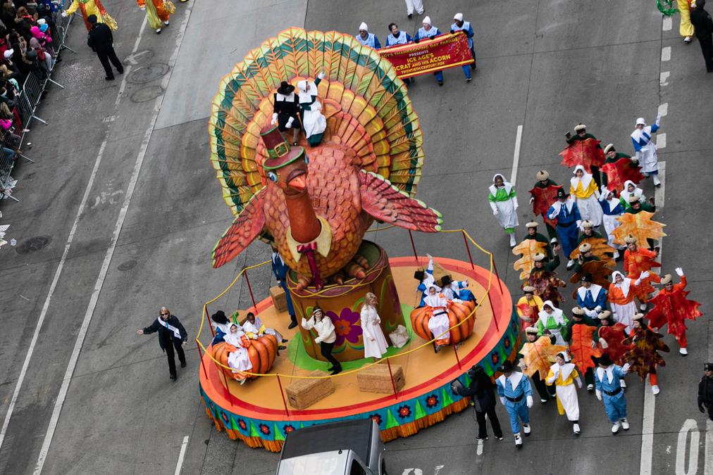 Tony Bennett Muppets Set For Macy S Thanksgiving Parade