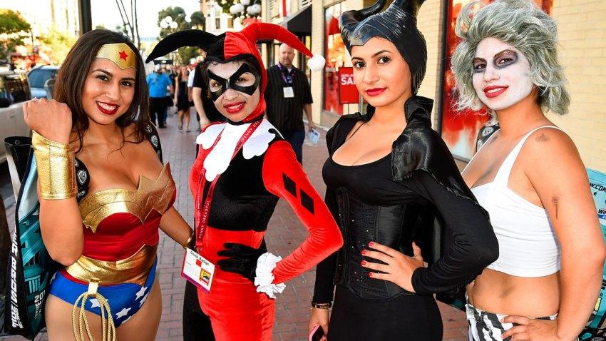 Babes-of-Comic-Con-Blurb-20