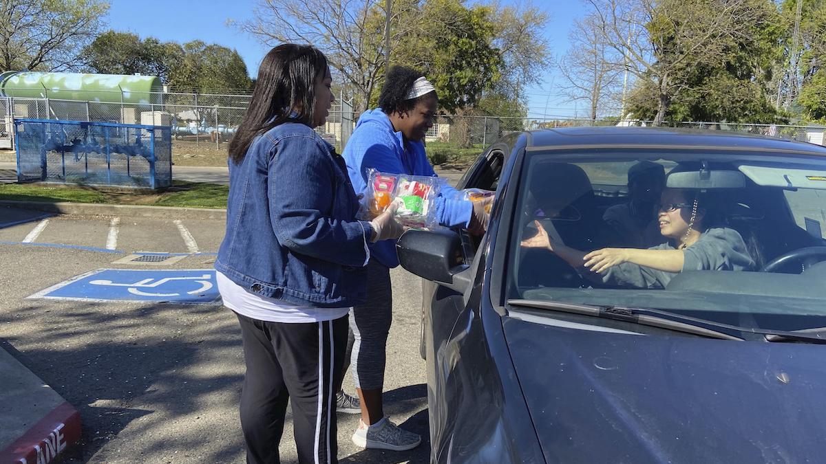 schools scramble to feed students after coronavirus