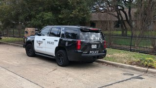 Fort Worth police respond to a shooting in the 300 block of Coach House Circle on Saturday, Jan. 25, 2020.