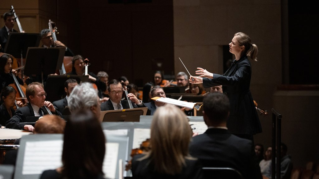 Gemma New conducts the Dallas Symphony Orchestra_photo by Sylvia Elzafon