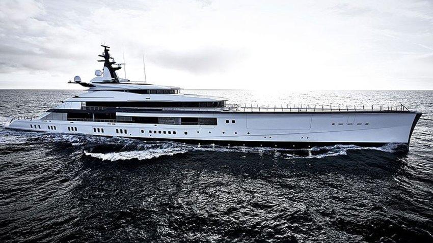 Jerry-Jones-yacht-010719