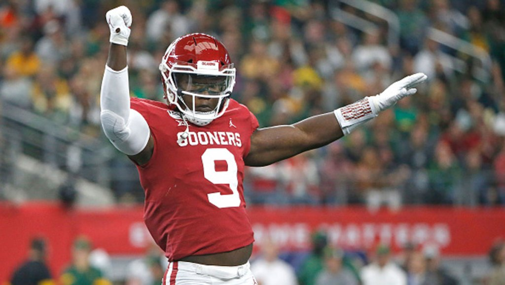 Kenneth Murray #9 of the Oklahoma Sooners celebrates after stopping the Baylor Bears offense in the first quarter of the Big 12 Football Championship at AT&T Stadium on December 7, 2019 in Arlington, Texas.