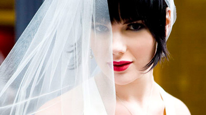 bride-lipstick-wedding-veil