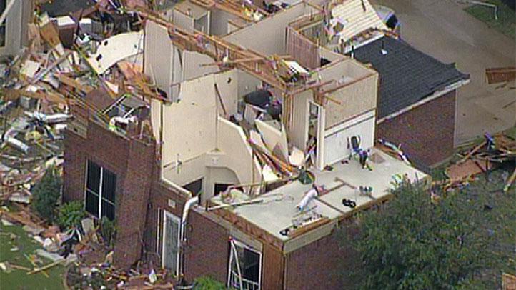 damage-lancaster-tornado