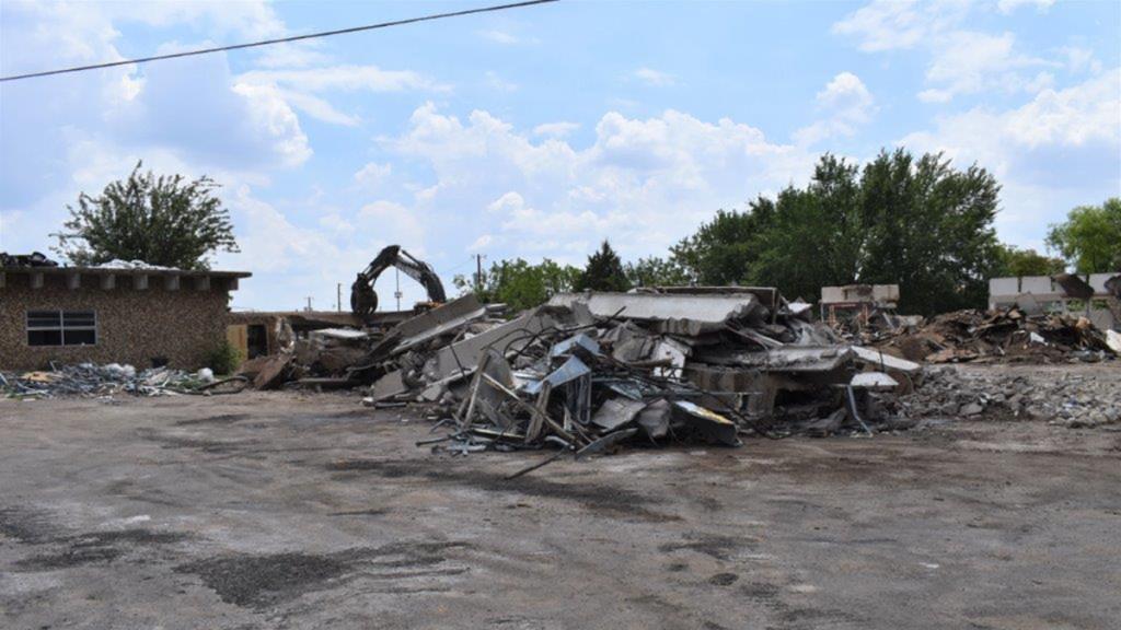 Han Gil Hotel Town razed