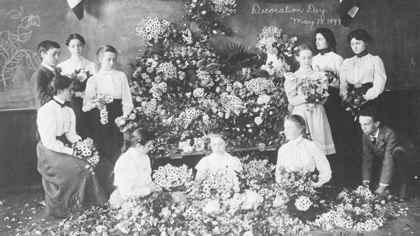 Daisies-gathered-for-Decoration-Day-1899