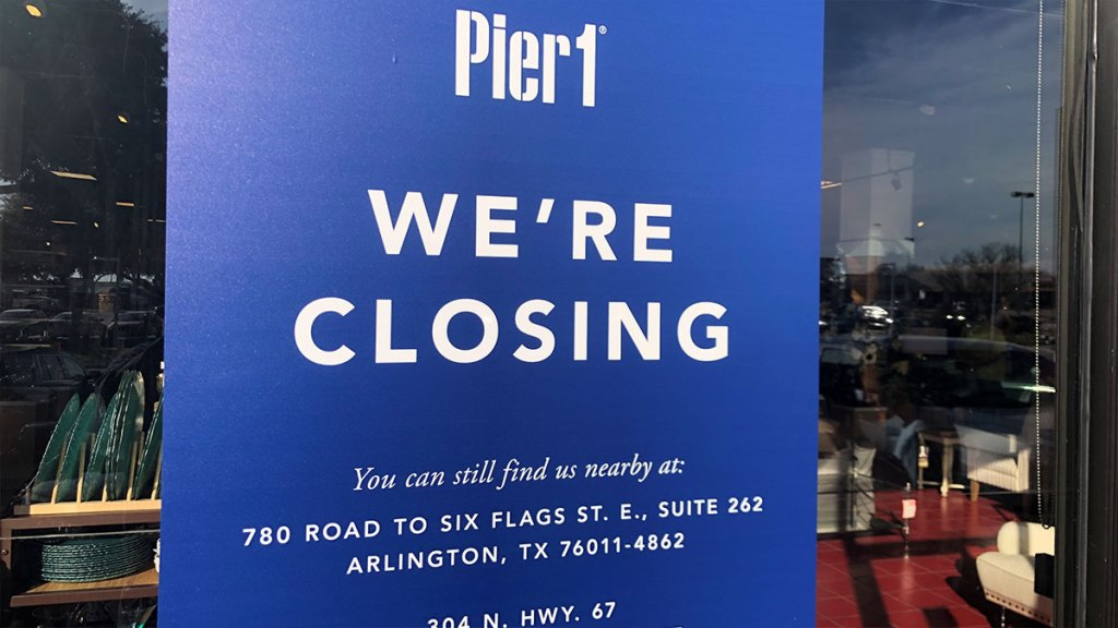 Pier 1 closing sign