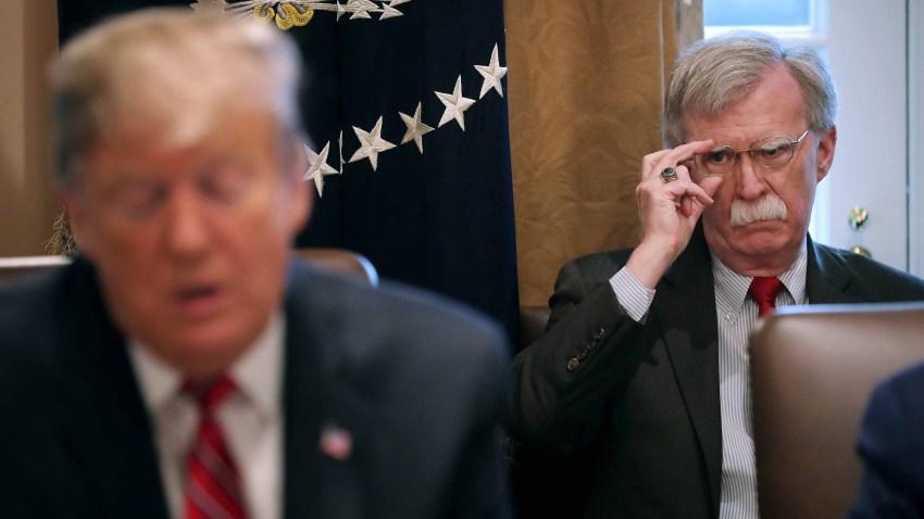 Foto del presidente Trump y su exasesor John Bolton