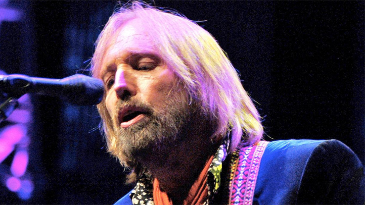 tom-petty-singing