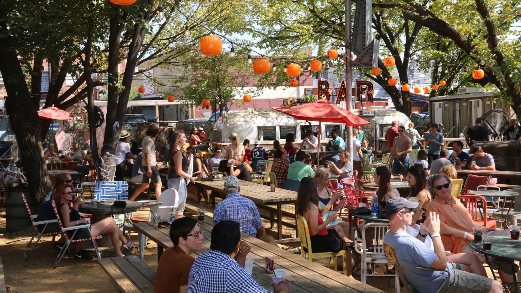 Truck Yard – a Backyard Bar With Food – Plans Fort Worth Spot With Live Music