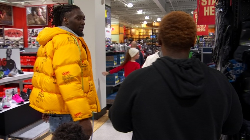 Dallas Cowboys' Demarcus Lawrence and Teammates Organize Shopping Spree with Youth