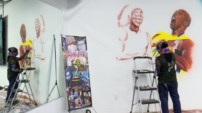 Artist Paints Mural of Kobe, Gigi Bryant Inside Dallas Gym