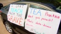 Teachers Demonstrate, Asking Dallas ISD Board to Delay In-School Learning