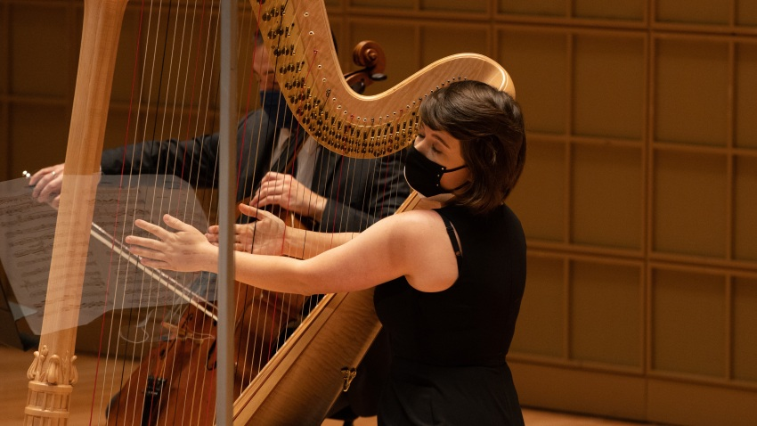 Dallas Symphony Orchestra harpist in mask