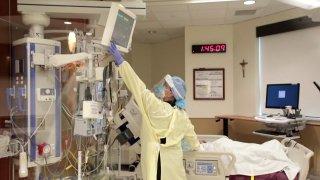 hospital worker in PPE