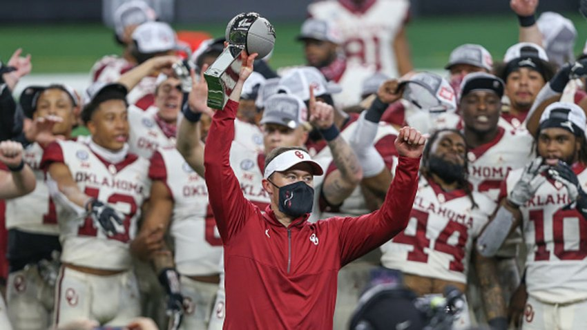 Oklahoma Sooners head coach Lincoln Riley raises the trophy after winning the Big 12 Championship game between Oklahoma and Iowa State on Dec. 19, 2020 at AT&T Stadium in Arlington, Texas.