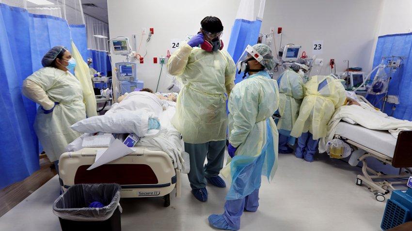 Tres enfermeros y dos pacientes hospitalizados por coronavirus.
