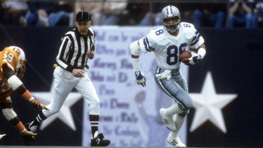 Wide Receiver Drew Pearson #88 of the Dallas Cowboys in action carries the ball against the Tampa Bay Buccaneers circa 1980's during an NFL football game at Texas Stadium in Dallas, Texas. Pearson played for the Cowboys from 1973-83.