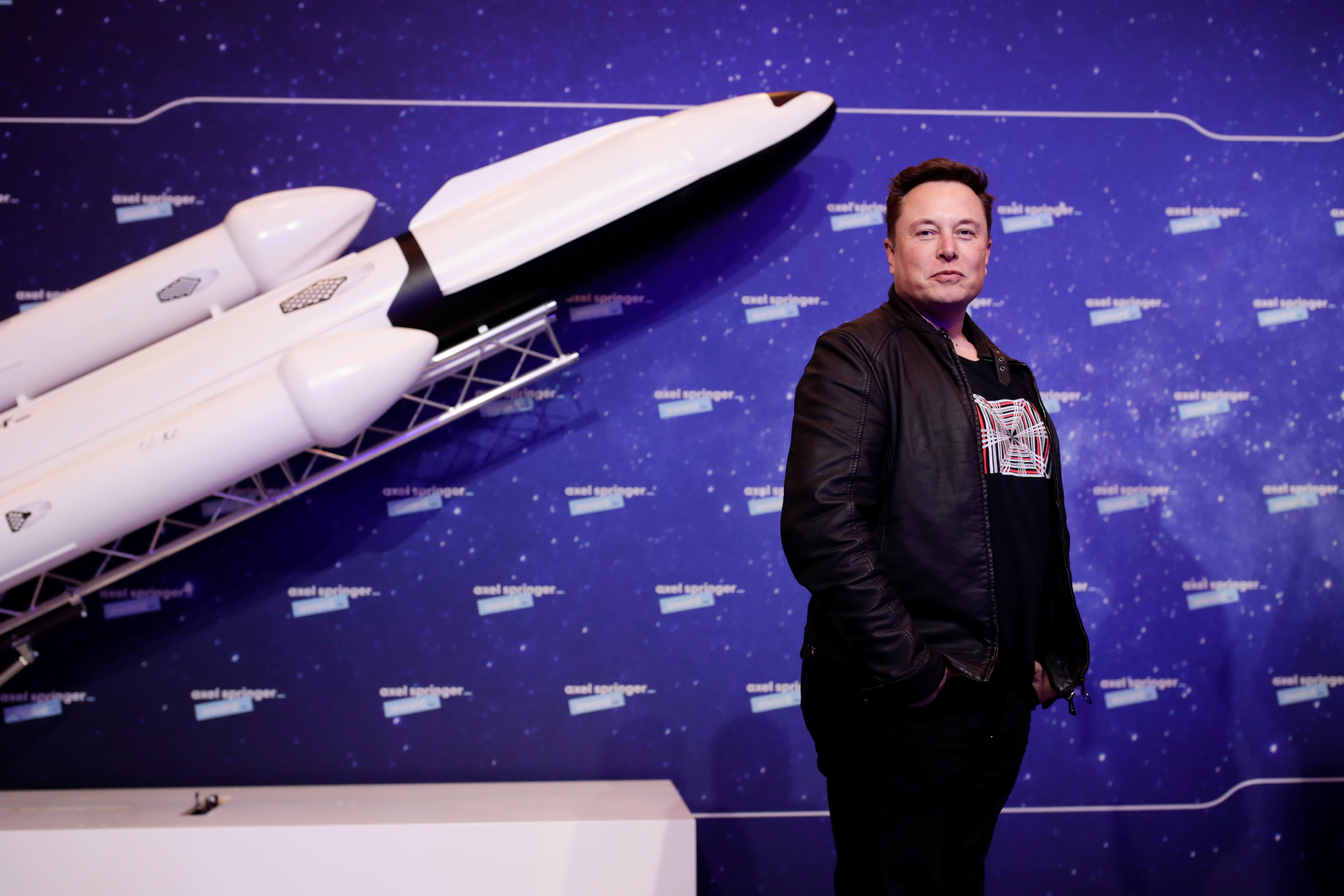 SpaceX Launches Ants, Avocados, Robot to Space Station