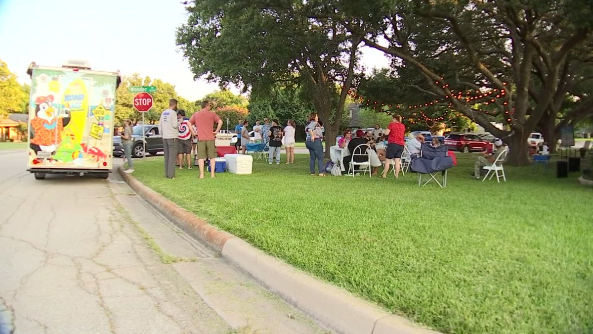 Fort Worth Neighbors Gather to Watch Olympic Games
