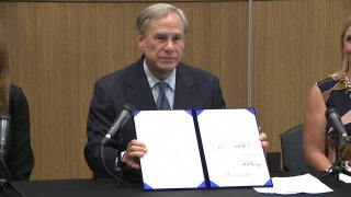 Governor Greg Abbott (R) signed a bill Wednesday in Houston that increases the minimum prison sentence in Texas for anyone convicted of manufacturing or distributing fentanyl.