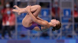 Hailey Hernandez dives