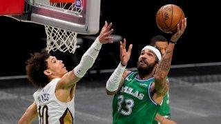 New Orleans Pelicans center Jaxson Hayes (10) defends as Dallas Mavericks center Willie Cauley-Stein (33) shoots