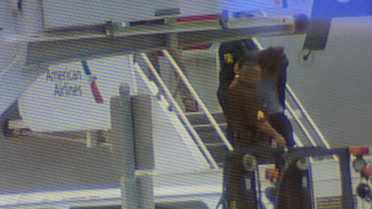 Man Arrested for Trying to Break Into Plane Cockpit: Police