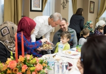 A's Pitcher Hosts Syrian Refugees for Thanksgiving