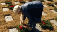 Thousands Lay Christmas Wreaths at DFW National Cemetery