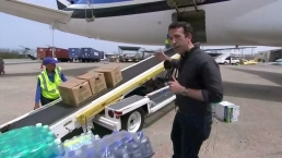 JJ Barea Uses Mavs Plane to Fly Relief Supplies to Puerto Rico (Raw Video)