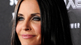 "Courteney Cox Has ""Free Therapy"" on Howard Stern"