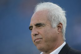 Judge Tells Eagles, Lurie to Fork It Over