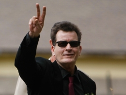 "Charlie Sheen: ""I'm Not Panicking"""