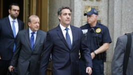 Trump Distances Self From Cohen as Raided Docs Are Analyzed