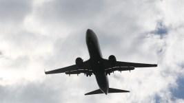 Plane Passenger Threatens Girlfriend, Kids, Crew: FBI