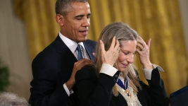 Obama Honors Streisand, Spielberg With Medal of Freedom