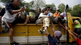 Honduran Migrant Caravan on the Move Again in Guatemala