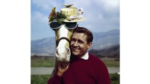 Alan Young, Star of 1960s Sitcom 'Mr. Ed,' Dies at 96