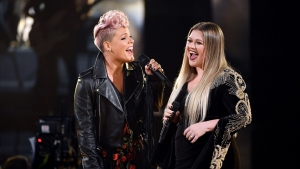 Clarkson, Pink Honor Victims of Hurricanes, Violence at AMAs