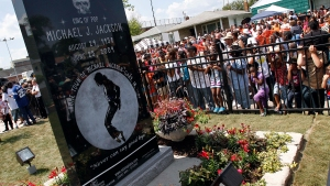 Michael Jackson's Popularity Endures, Even After New Scandal