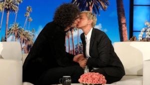 Ellen Kisses Howard Stern To Make Everyone Forget Bush Photo