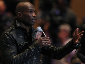 Ochocinco (Jokingly) Challenges Barber, Deion To Combat