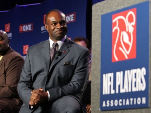 Anticipating a Lockout, NFLPA Issues Money-Saving Handbook to Players