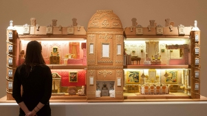 Amazing Gingerbread Manor Reproduction Took 500 Hours And 240 Eggs To Make