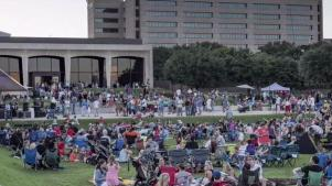 Amon Carter Museum Hosts Party on the Porch
