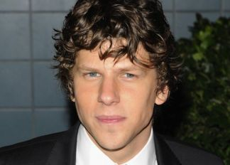 "Jesse Eisenberg : I Avoided Watching ""The Social Network"""