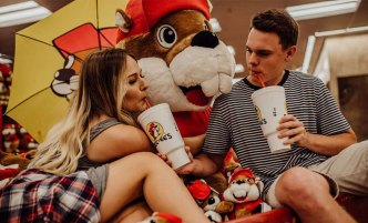 Texas Couple's Photo Shoot at Buc-ee's Goes Viral