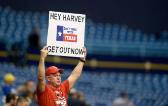 Choo Paces Rangers' 12-2 Rout of Astros in Florida